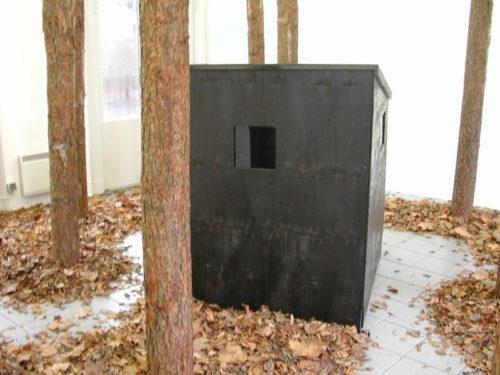 Skit - een kluizenaarshut waarin de angst en de ziel kunnen worden opgeborgen, 2006 Installatie in perron I, Delden