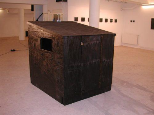 Skit - een kluizenaarshut waarin de angst en de ziel kunnen worden opgeborgen, 2006