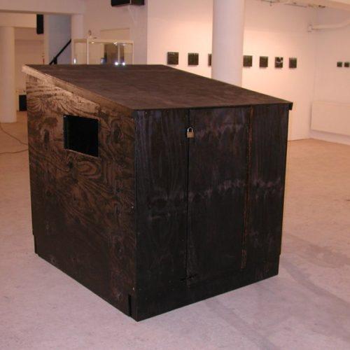 Skit – een kluizenaarshut waarin de angst en de ziel kunnen worden opgeborgen, 2006